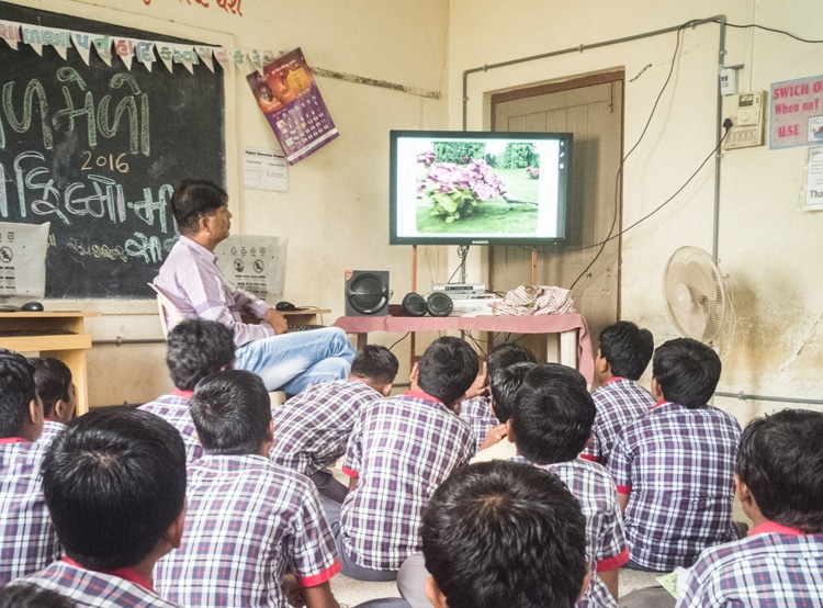 Students learning from Digi Classroom Software at Swaminarayan Prathmik Shala in Gujarat: Learning Delight